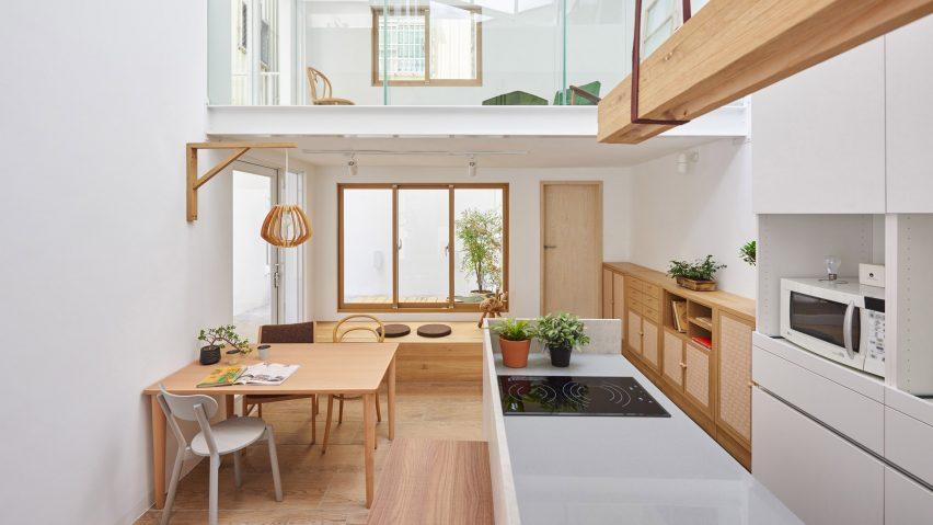 Những mẫu cửa gỗ hiện đại mang đến sự sang trọng cho không gian phòng khách sạn